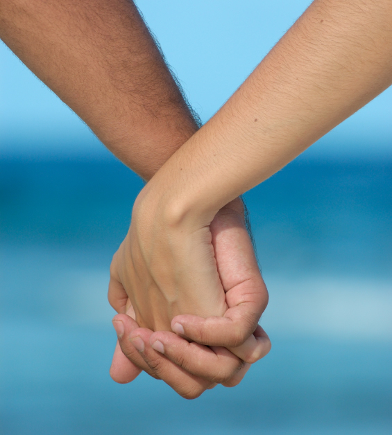 How to hold hands romantically