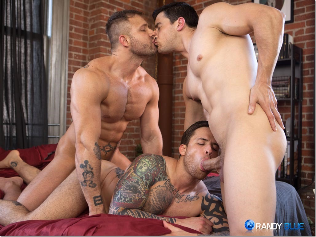 Gay 3some